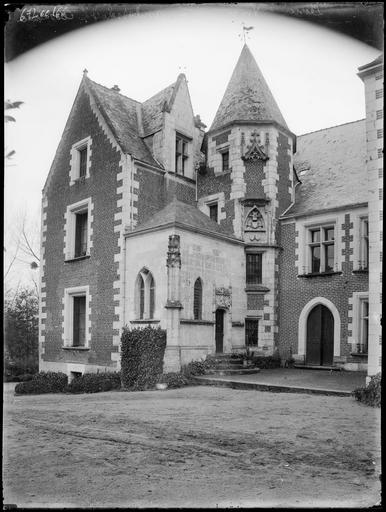 Angle de façades, tourelle en encorbellement