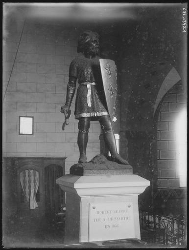 Statue de Robert le Fort