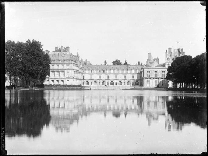 Pavillon de Louis XV sur l'étang des Carpes