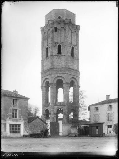 Ancienne tour de Charlemagne