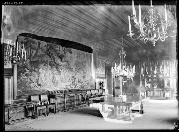 Intérieur : la salle à manger, tapisserie murale
