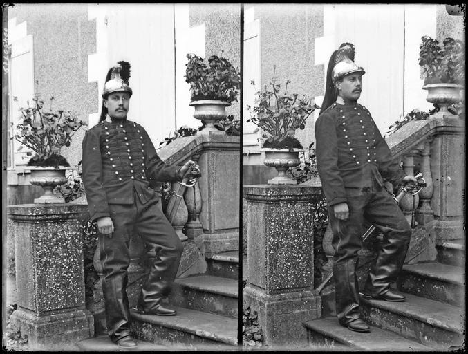 Portrait de sa famille : deux portraits de son fils René à 21 ans en militaire#