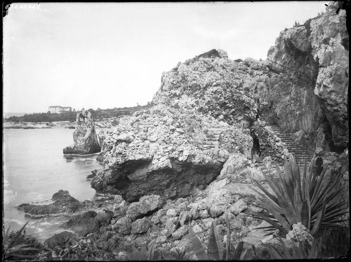 Littoral : les rochers d'Eden Roc
