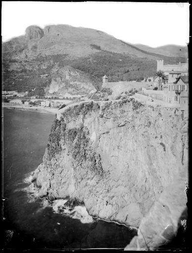 Détail du Rocher sur la mer, falaise