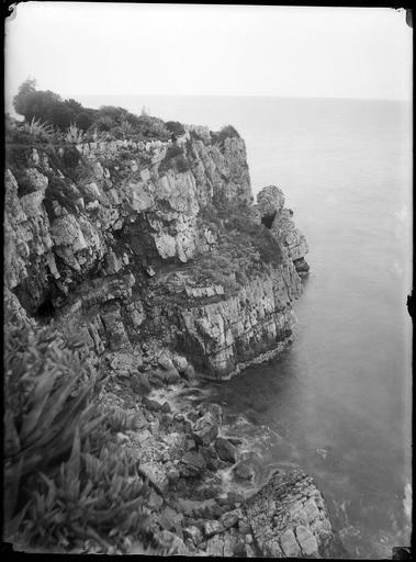 Littoral, falaise de rochers