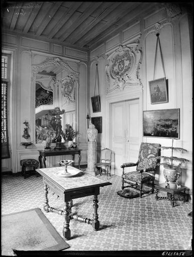 Intérieur : décoration d'une antichambre