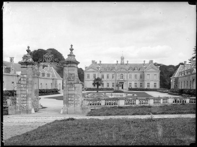 Château de Kerguéhennec et ses dépendances