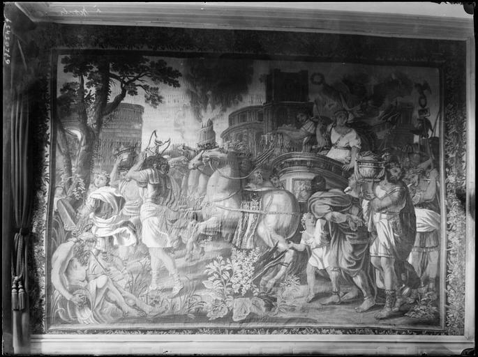 Intérieur : tapisserie murale, scène mythologique