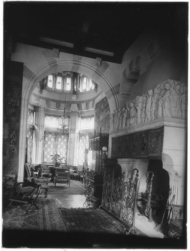 Intérieur : décoration d'un salon, cheminée