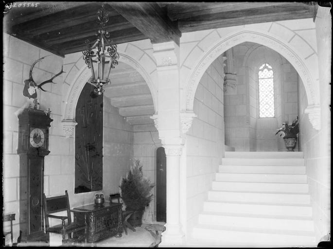 Intérieur : escalier au plafond voûté
