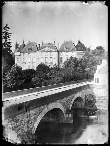 Façade côté du pont à arches