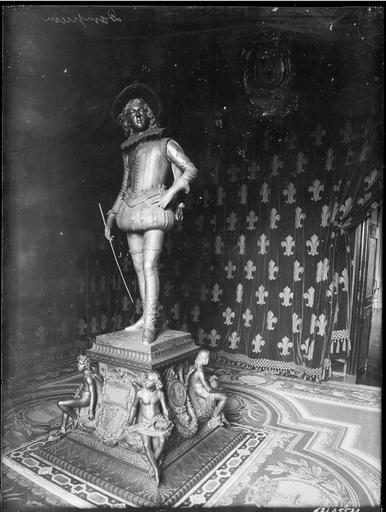 Intérieur : statue en pied