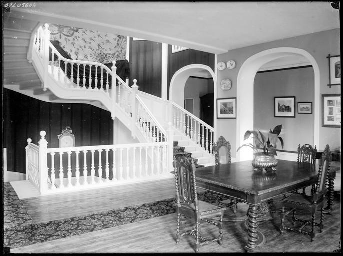 Intérieur : palier et escalier