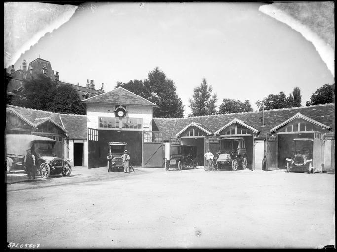 Garage à automobiles, chauffeurs