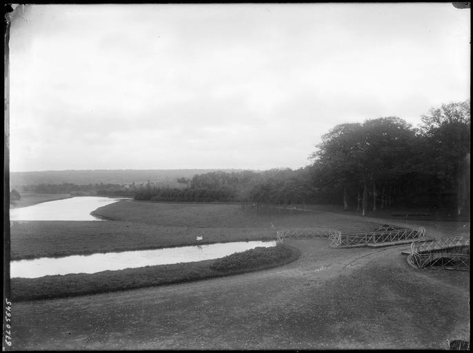 Paysage environnant, rivière et pont