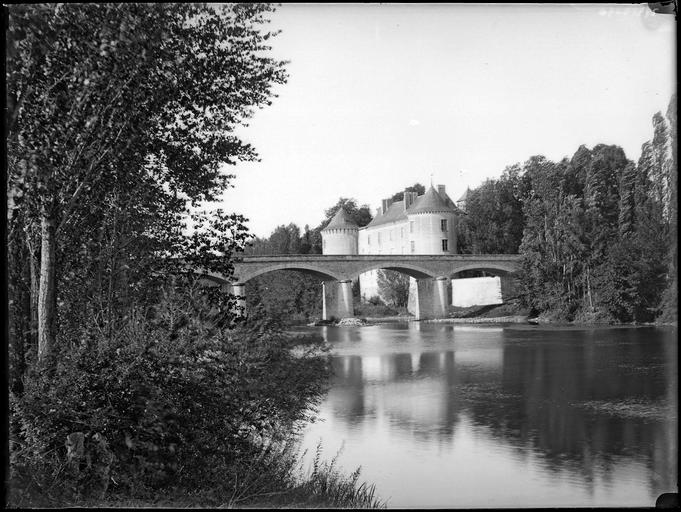 Ensemble et pont sur la Creuse