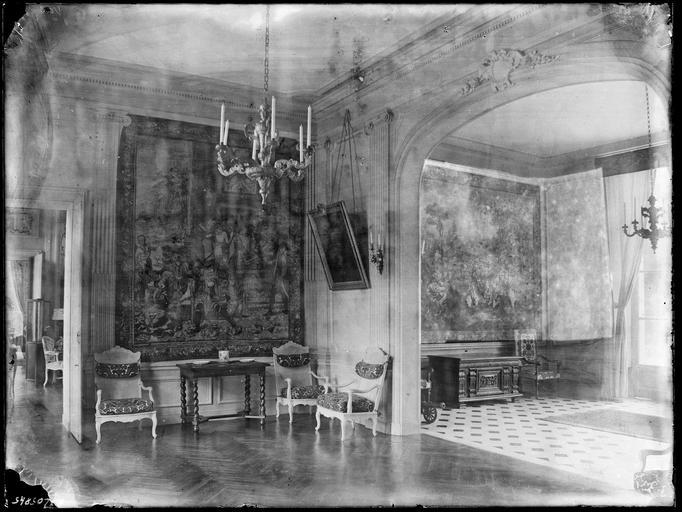 Intérieur : décoration d'antichambres, tapisserie murale