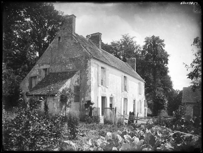 Maison ancienne, deux femmes