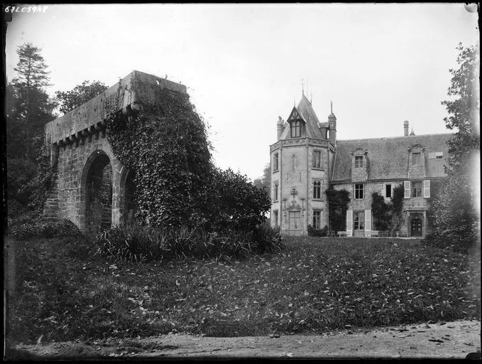 Portail de Kerlot et façade du château