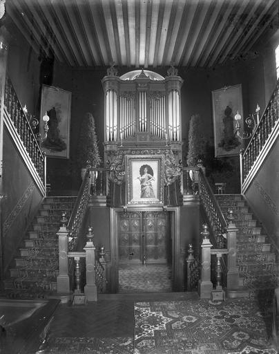 Intérieur : hall et escalier, orgue