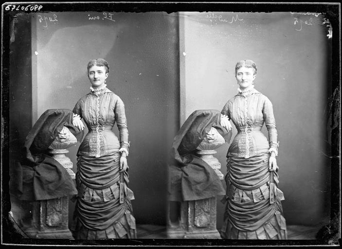Deux portraits de Mademoiselle Geneviève de Barbançois en pied