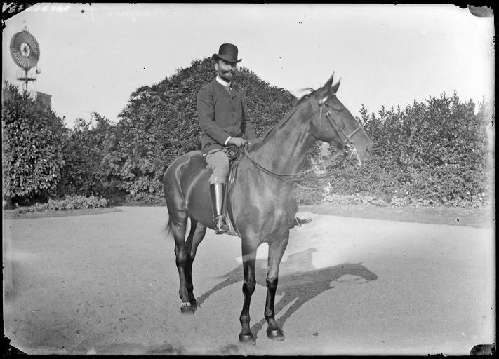 Un cavalier à cheval