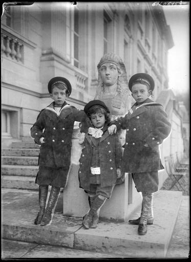 Gorges, Jason et Boniface (de gauche à droite), fils de Boniface de Castellane et Anna Gould