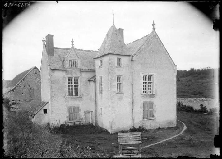 Ancienne maison, façade avec tourelle