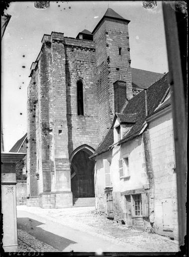 Tour-clocher sur rue