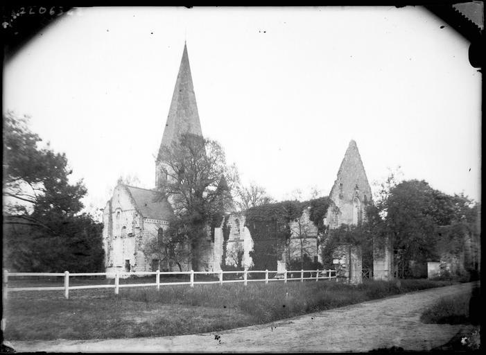 Eglise en ruines, clocher
