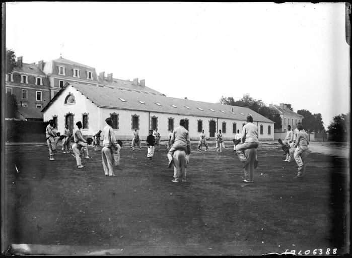 Exercice militaire : gymnastique