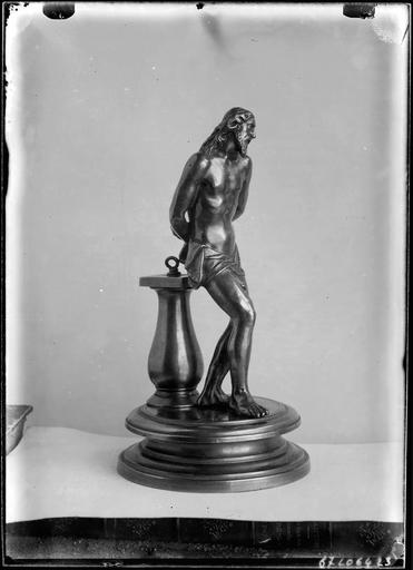 Statue d'un homme