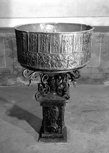 Fonts baptismaux en plomb et marbre