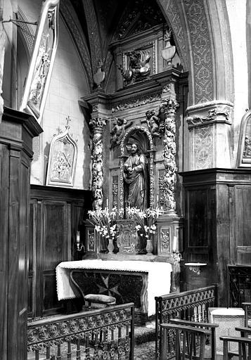Autel latéral sud en bois sculpté