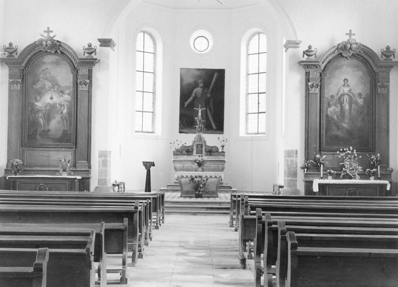 2 autels, 2 retables, 2 tableaux : Adoration du Sacré-Coeur de Jésus, Immaculée Conception (autels secondaires, style Louis XVI)