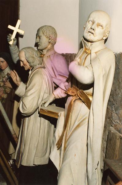 statue : saint Ignace de Loyola (au premier plan)