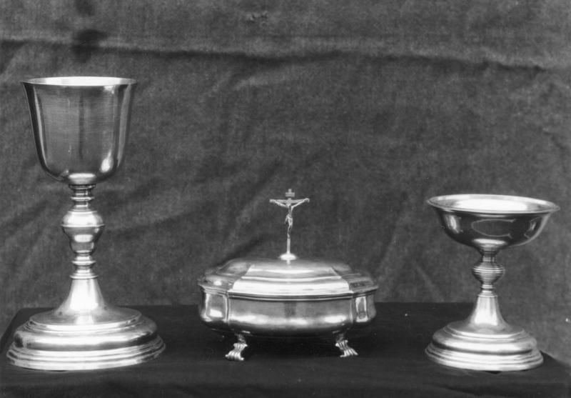 service de communion : coupe, plat et boîte pour le pain de la communion