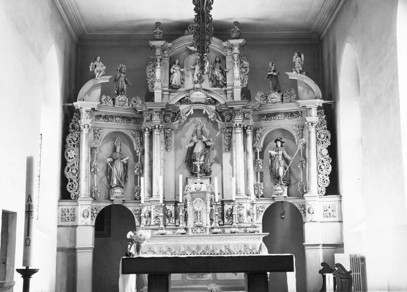 autel, tabernacle, retable, statues (10) (maître-autel) : saint Materne, saint Wendelin, saint Martin, sainte Anne, saint Joachim, Vierge (la), anges (2)
