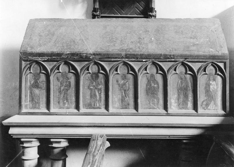 Châsse : sainte Sophie, saint Osvald, saint Jean-Baptiste, sainte Catherine d' Alexandrie, Expulsion des marchands du Temple, Adoration des Mages, Mise au tombeau, sainte Sophie et ses trois filles, de sainte Sophie