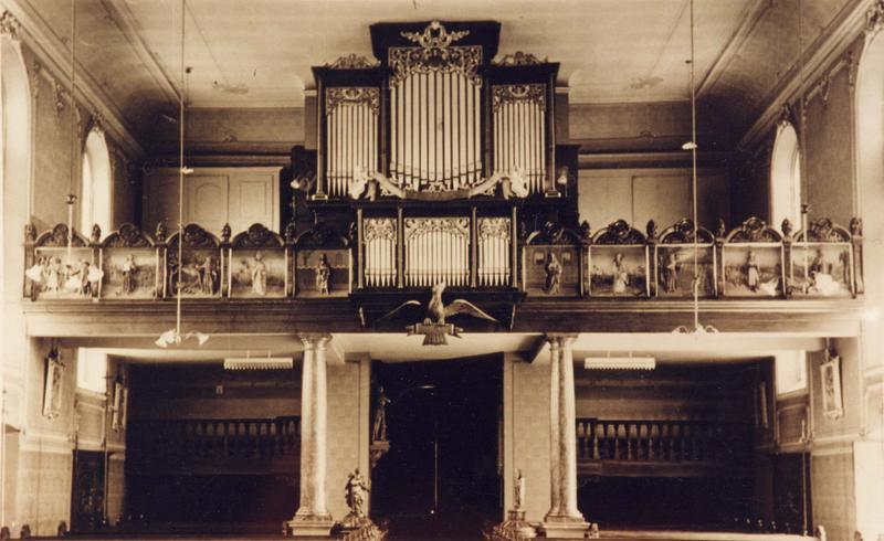 garde-corps de tribune : thème du cantique des trois enfants (vue générale avec le buffet d'orgue)