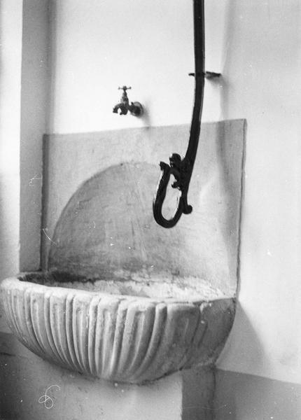 Fontaine d'ablutions (fontaine de synagogue)