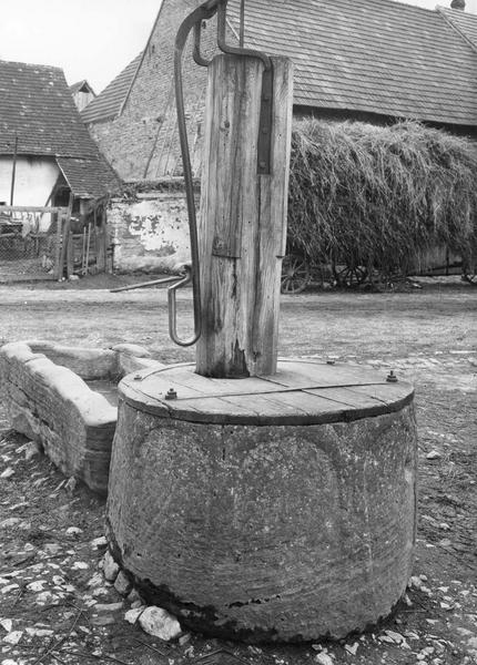fonts baptismaux (vue d'extérieur)