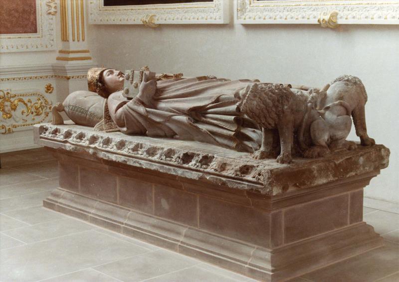 monument sépulcral (gisant) : de Jean Ier de Dirpheim, 70e évêque de Strasbourg