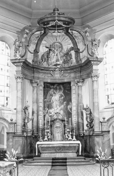 autel, retable, tabernacle, tableau, statues (8) (maître-autel) : Descente de Croix, anges (2), angelots (2), Trinité, saint Michel, saint Georges