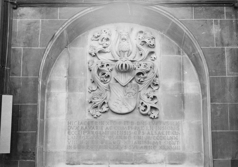 dalle funéraire de l'évêque Robert de Bavière