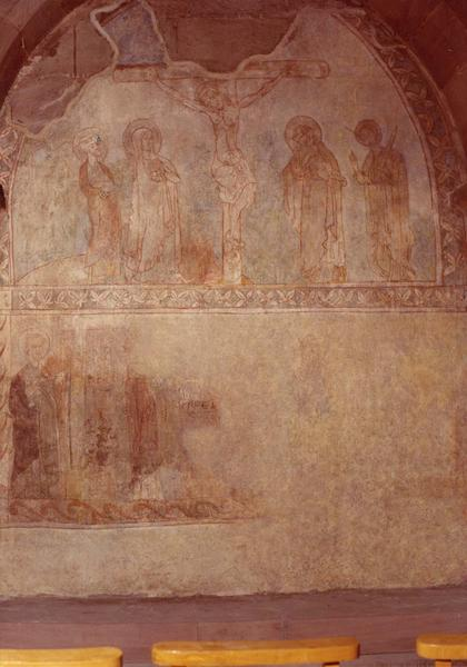 peinture monumentale : Christ en croix entre la Vierge saint Jean saint Pierre et saint Paul surmontant une frise de saints