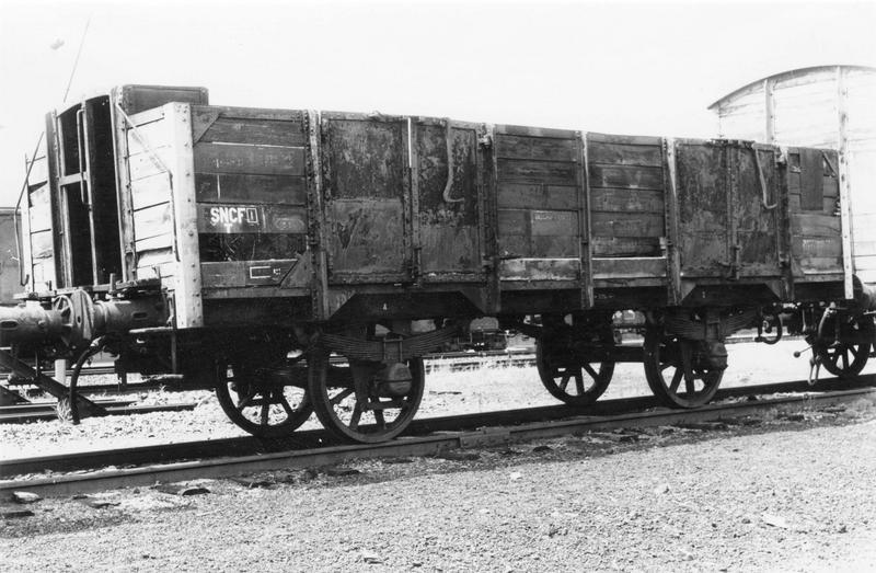 wagon tombereau à vigie, à deux essieux parallèles, à voie normale, TF 951 067