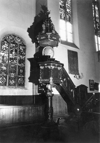 chaire à prêcher, porte, escalier