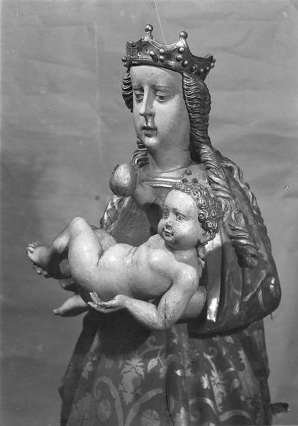 Statue : Vierge à l'Enfant (détail du buste)