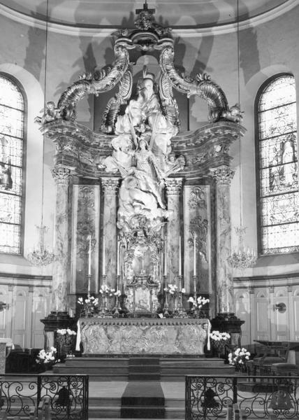 autel, tabernacle, retable, croix d' autel, chandeliers d' autel (12) (maître-autel)